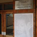 Eingang Kindersaal mit Gedenktafel